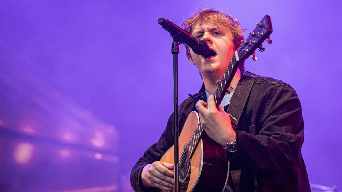 He's done it! Lewis Capaldi's 'Someone You Loved' is Officially Number 1 on the Billboard Hot 100!