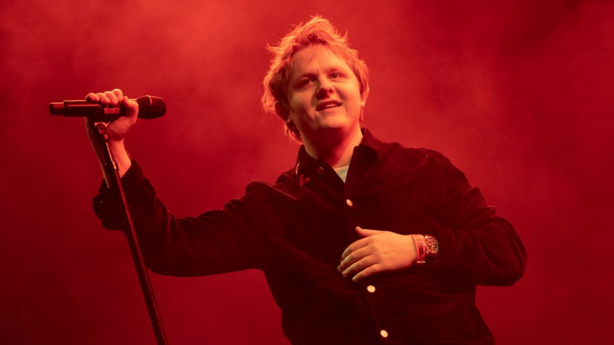 Lewis Capaldi Is Giving Away Tickets To His Tour If You Find Him On Tinder!