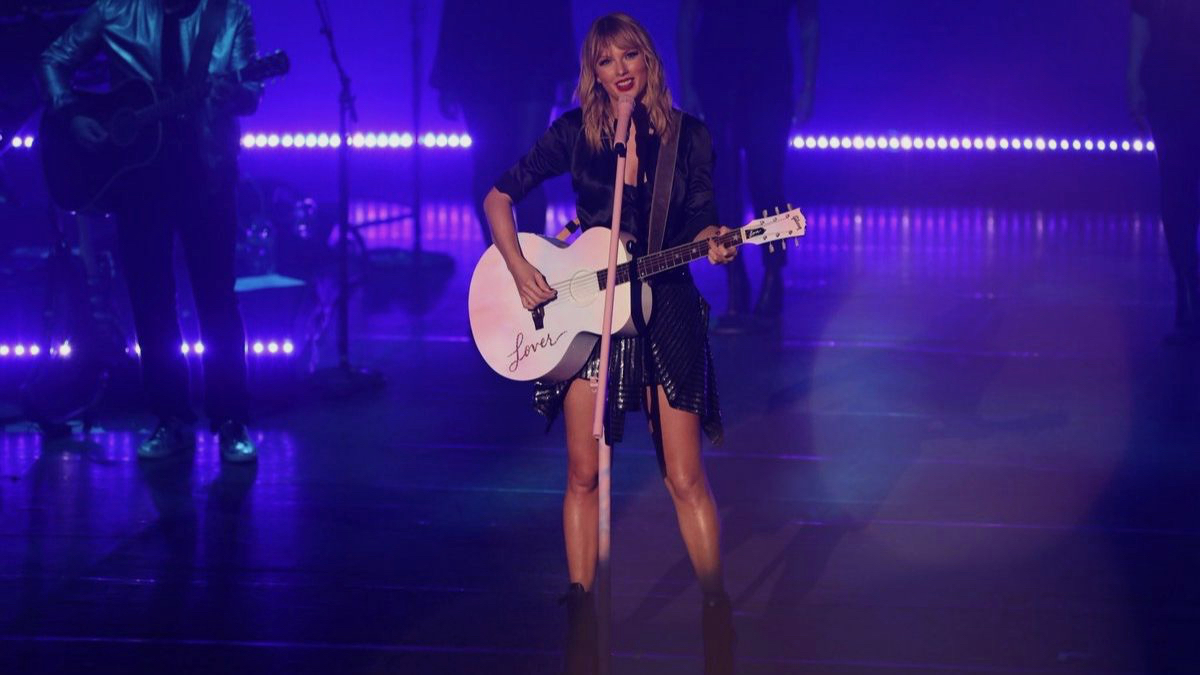 12 Reasons Taylor Swift is Worthy of Artist of the Decade