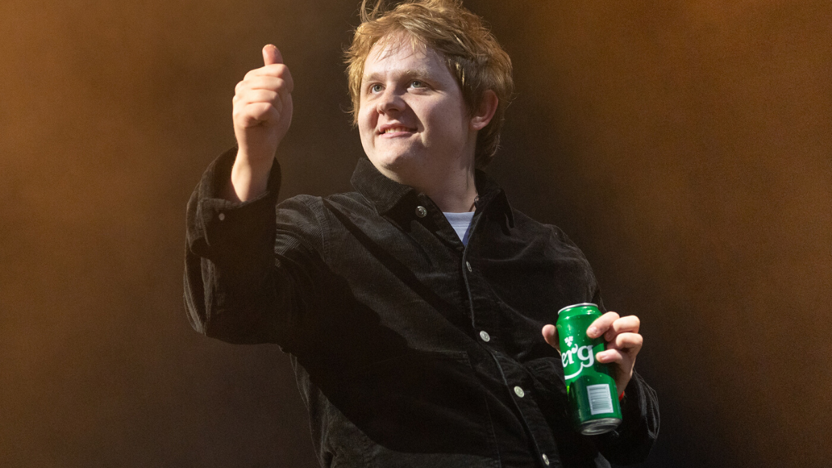 7 Times Lewis Capaldi Somehow Forgot He Was a Global Superstar