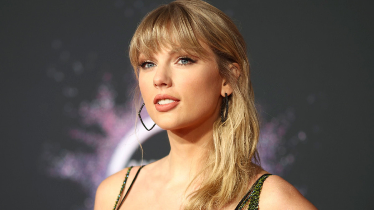 Celebrate Taylor Swift's BirthTAY with 13 of Her Lyrics