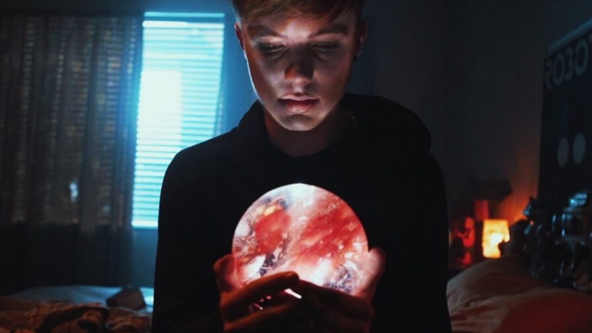 HRVY Remembers The Fans In 'Me Because of You'