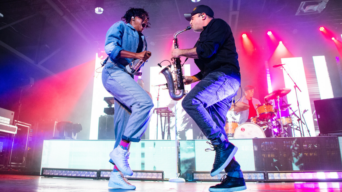 Not A Single Soul Threw A Tantrum Over The Perfect Fitz And The Tantrums Show In Columbia