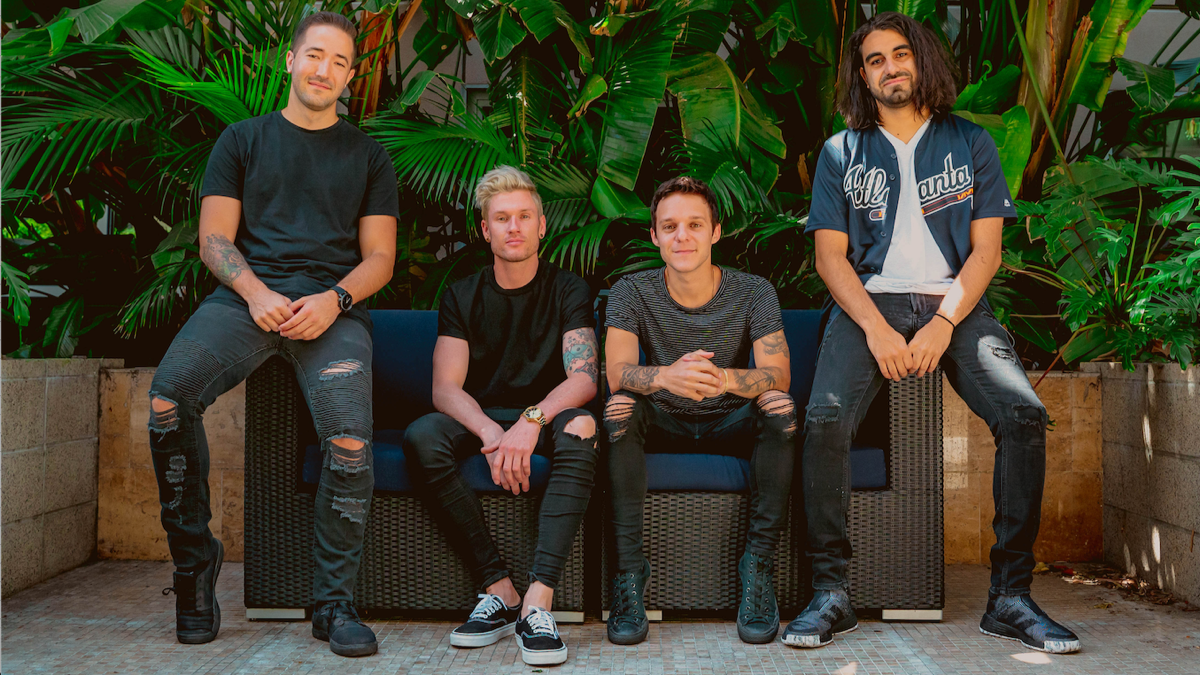 INTERVIEW: MAKEOUT Make Us Want To Melt In This Exclusive Q&A!