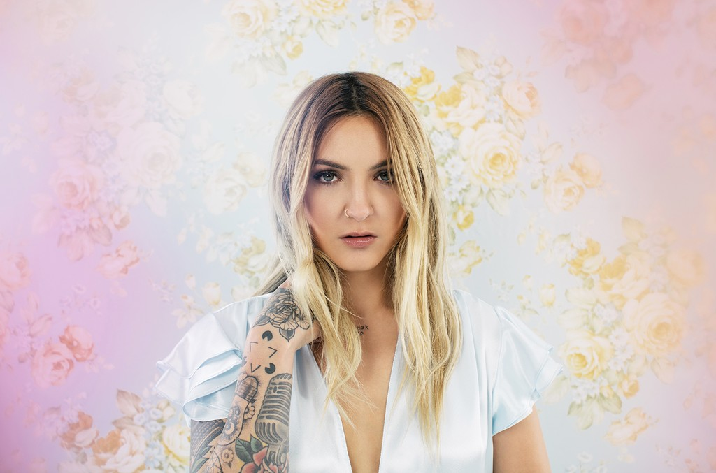 'Lie Like This' is a bop and Julia Michaels has done it again!