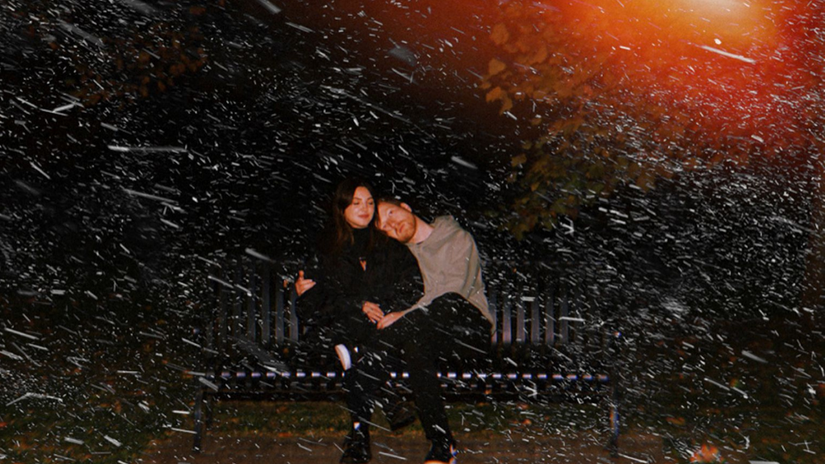 Julia Michaels And JP Saxe Are 'Kissin' In The Cold,' Enjoying The Holiday Vibe!