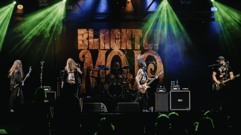 Blacktop Mojo & RōZY Hit The Stage At Warehouse Live!