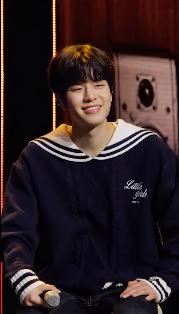 Seungmin Stray Kids Fashion Fix The Honey POP Sailor Knit Pullover