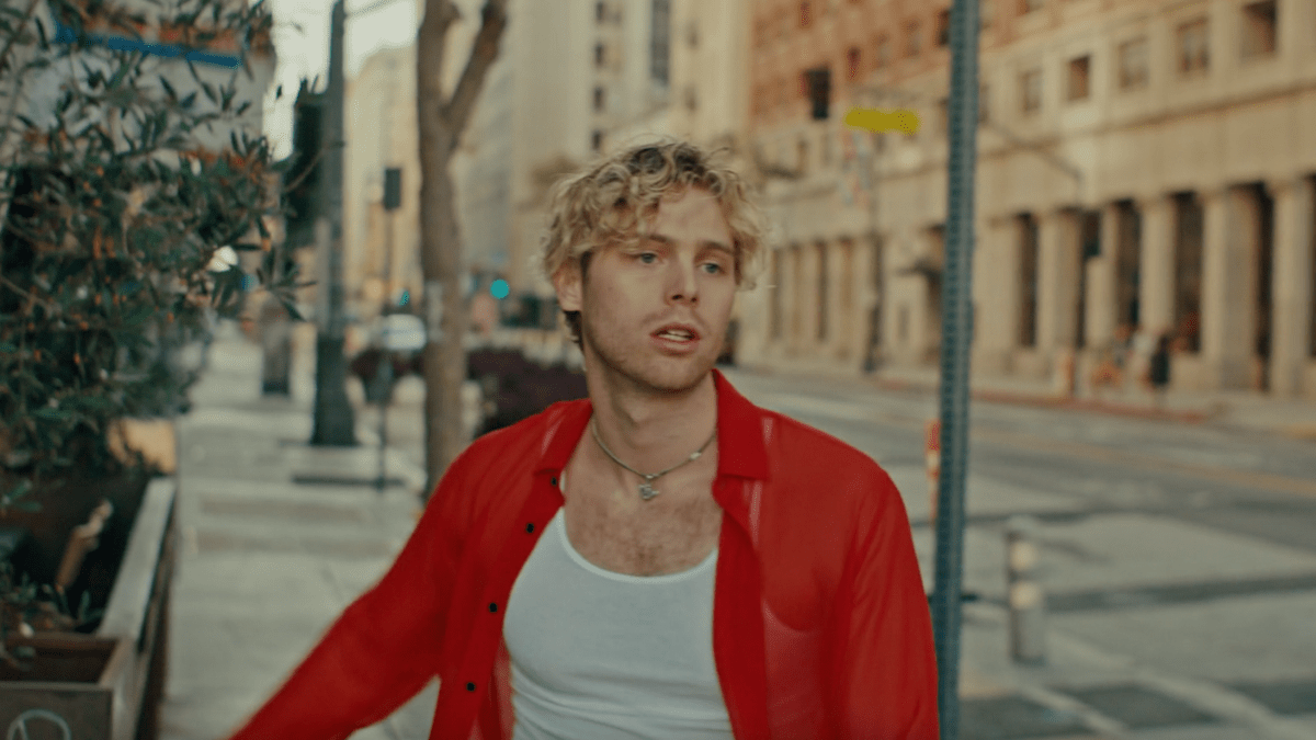 Get Out Your Running Shoes, Luke Hemmings Dropped His 'Starting Line' Music Video