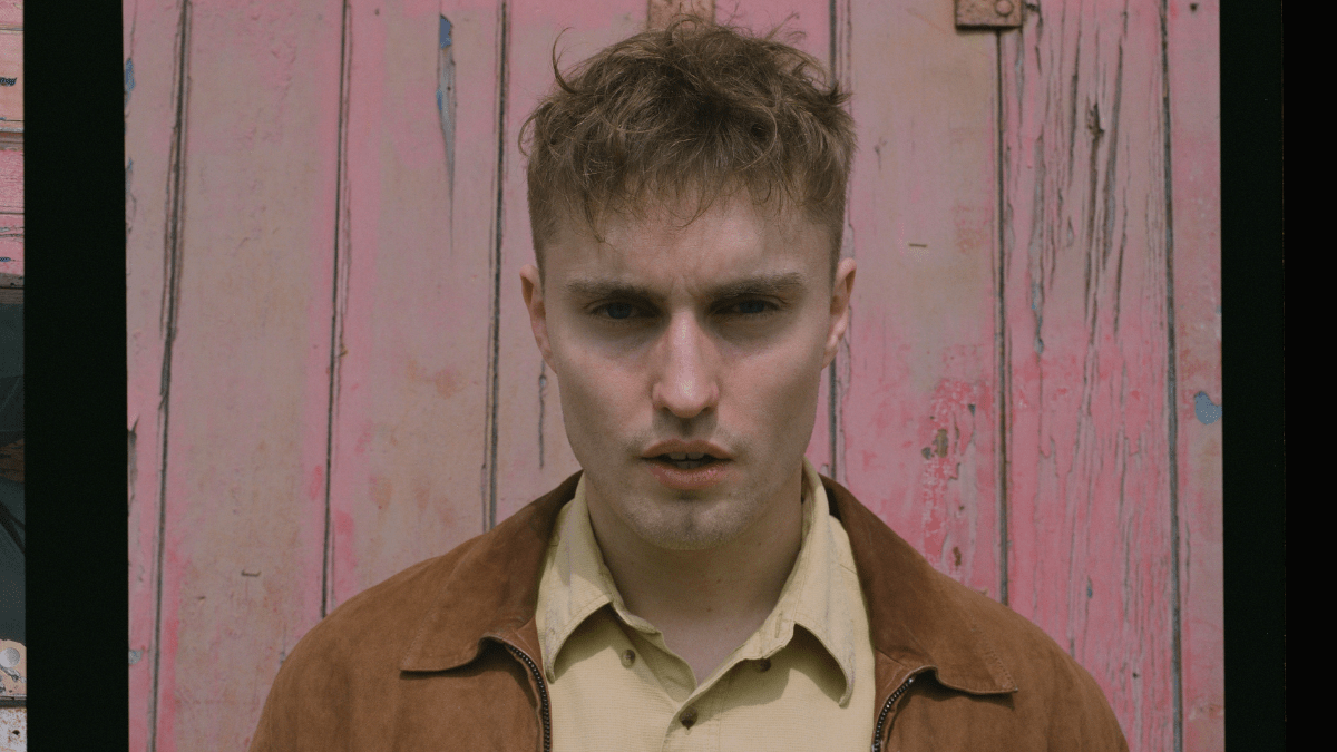 Sam Fender Greets Us With An 'Aye'!