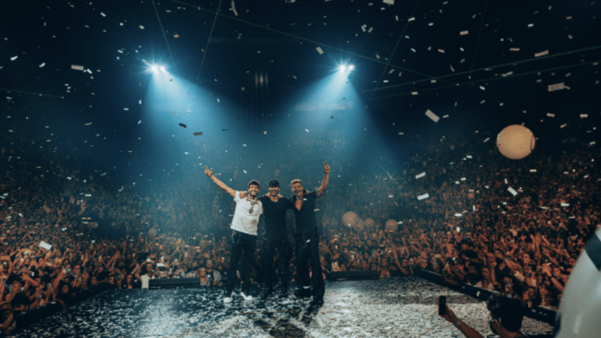 Enrique Iglesias & Ricky Martin Light Up The Stage With Sebastian Yatra